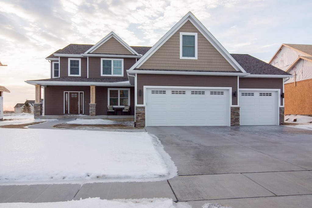 5704 Emily Road, Bettendorf, IA   Custom Built Home from Premier Custom Homes